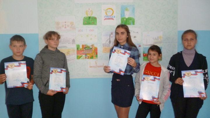 Дети с рисунками